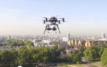 drony zapewniaja filmy z lotu ptaka